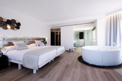 arquitectura e interiorismo hotel oliva nova golf elo construcciones habitacion principal bañera exenta