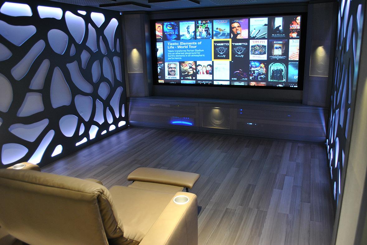 Proyecto interiorismo sala de cine bangolufsen