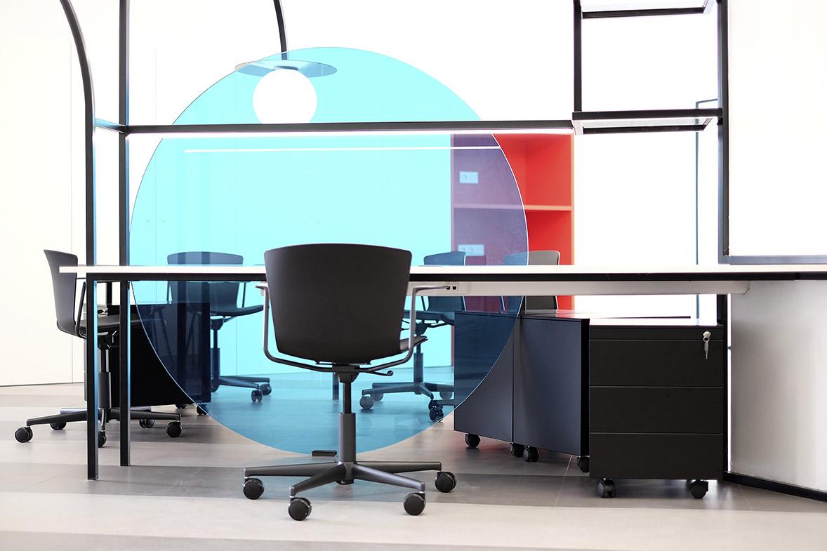 diseño y color en la oficina detalle mesa