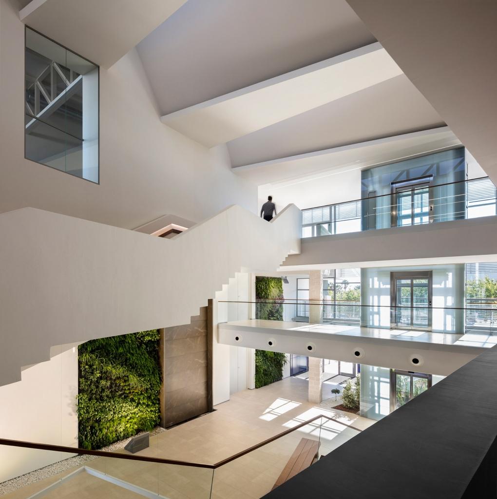 arquitectura-biofilica-sanahuja-partners-san-lucar-levante-tv-elo-construcciones