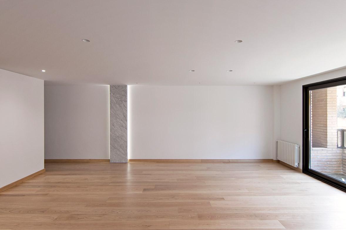 Interiorismo en el corazón de Valencia elo-construcciones-proyecto-arquitectura-diseno-reforma-apartemento-iluminacion-indirecta-pasillo-constructora